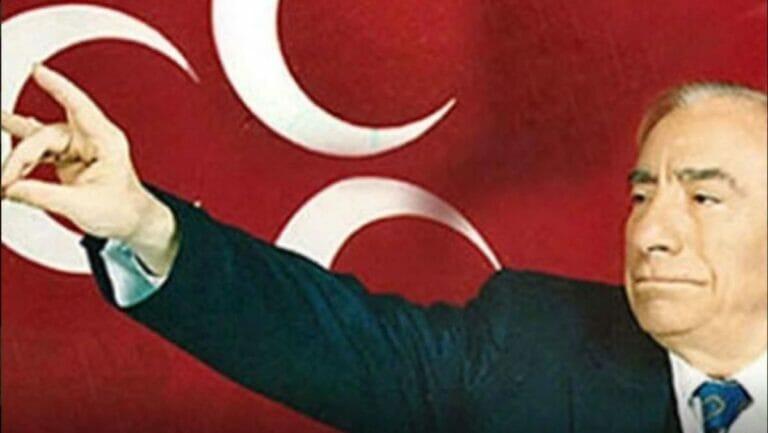 Der Hitlerbewunderer und Gründer der Grauen Wölfe, Alparslan Türkes