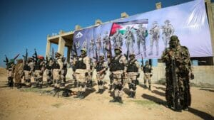 Teilnehmer des Terror-Manövers in Gaza posieren für die Fotografen