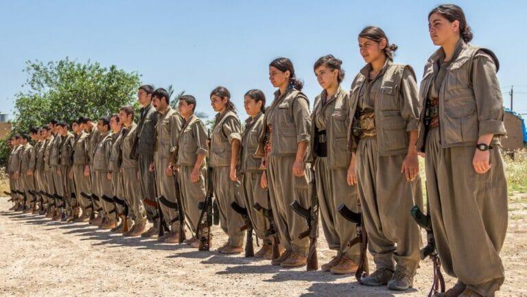 Verschiedene bewaffnete kurdische Fraktionen zwangrekrutieren immer wieder Kinder