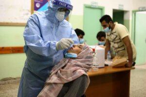 Corona-Test im Gazastreifen. Die Berichterstattung des Standard über Impfungen für Palästinenser besteht neuderding aus Gerüchten über fiktives israelisches Handeln. (© imago images/Xinhua)