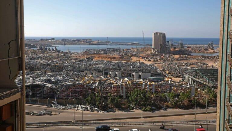 Der durch die Explosion im August zerstörte Hafen von Beirut