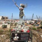 Statue zum Gedenken an die Explosion im Hafen von Beirut