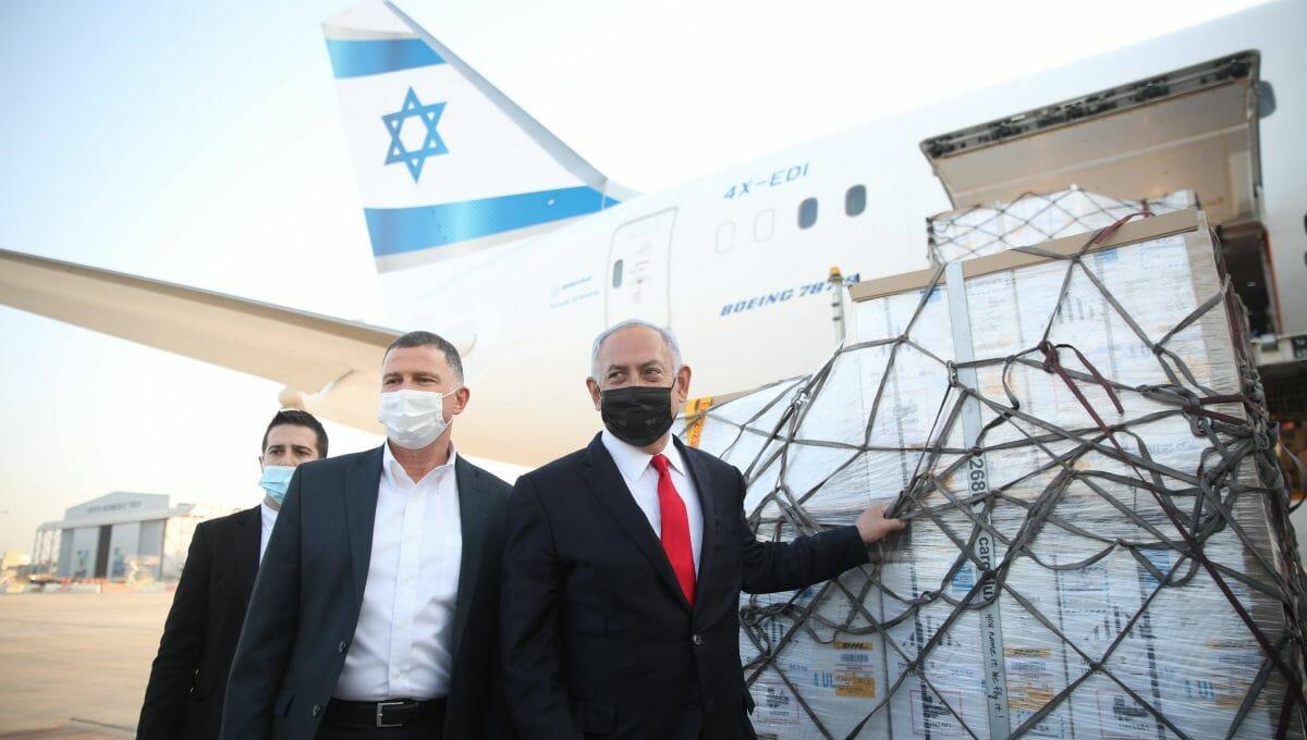 Gesundheitsminister Edelstein und Premierminister Netanjahu empfangen eine Coronaimpfstoff-Lieferung am Flughafen Tel Aviv