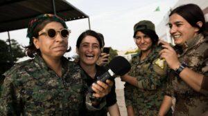 Der Islamische Staat geht gezielt gegen kurdische Frauen in Syrien vor, die öffentliche Ämter bekleiden