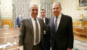 Der der Minister für zivile Angelegenheiten der Palästinensischen Autonomiebehörde Hussein al-Sheikh, mit dem russischen Außenminister Lawrow