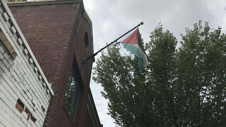 Flagge der Palästinensischen Autonomiebehörde an der PLO-Mission in Washington
