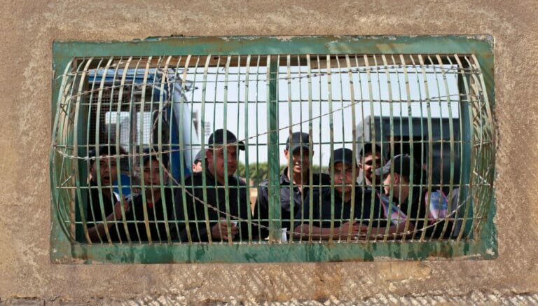In einem Gefängnis stationierte ägyptische Polizisten