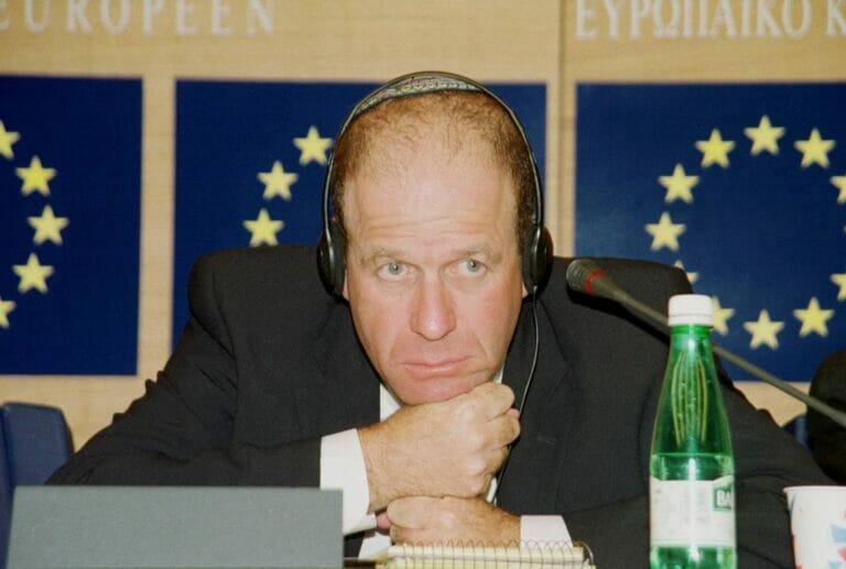 Im Jahr 2000 war Avraham Burg als damaliger Knessetpräsident in Brüssel zu Gast; heute gibt er bevorzugt den jüdischen Israelkritiker. (© imago images/Becker&Bredel)