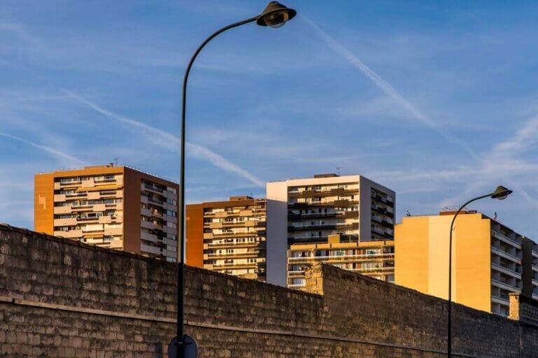 Zahlreiche Banlieues Frankreichs sind zu islamistischen Hotspots geworden. (© imago images/IP3press)