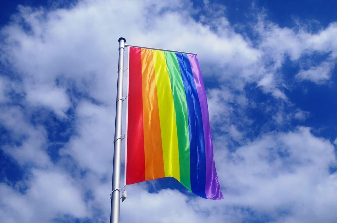 Ein UN-Bericht geht auch auf die Verfolgung von lesbischen, schwulen, bi- und transsexuellen Menschen im Iran ein. (© imago images/Markus Tischler)