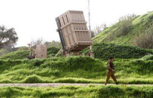 """Ein Batterie des Luftabwehrsystems Iron Dome, stationiert in der Nähe von Tel Aviv. (© <a href=""""http://www.imago-images.de"""">imago images</a>/Xinhua)"""