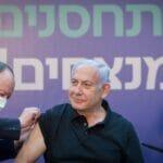 Israels Premier Netanjahu zeigt sich nicht nur bei der COVID-19-Impfung bester Laune, sondern auch im laufenden Wahlkampf. (© imago images/Xinhua)
