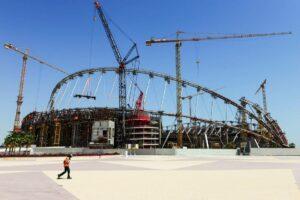 Stadion-Baustelle in Katar. (© imago images/Joerg Boethling)