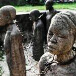 Denkmal für die Opfer des Sklavenhandels auf Sansibar. (© imago images/Joerg Boethling)