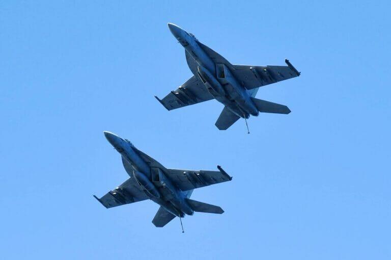"""Die US-Armee flog Luftangriffe gegen pro-iranische Milizen in Syrien. (© <a href=""""http://www.imago-images.de"""">imago images</a>/AAP)"""