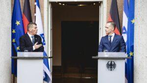 Der israelische Außenminister Gabi Ashkenazi und sein deutscher Amtskollege Heiko Maas