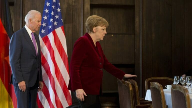 Joe Biden und Angela Merkel bei der Münchner sicherheitskonferenz 2015