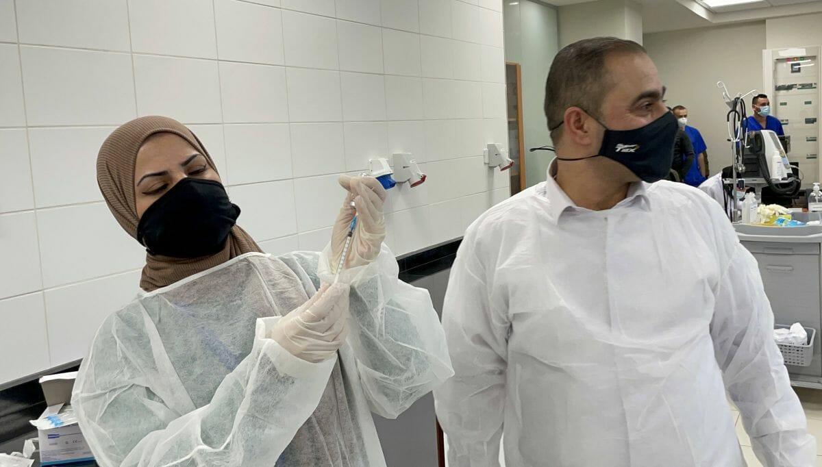 Lässt Autonomiebehörde eigenen Funktionäre vor Risikopatienten gegen Corona impfen?