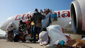 Äthiopische Juden kommen auf dem Flughafen von Tel Aviv an