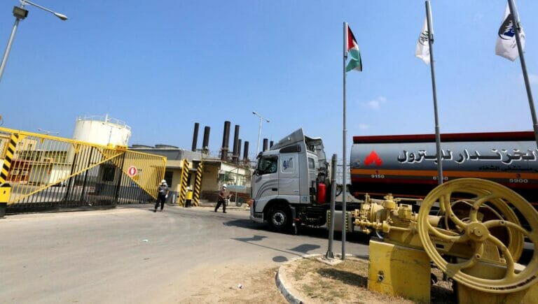 Bislang wird das Kraftwerk in Gaza von Israel aus per Lastwagen beliefert