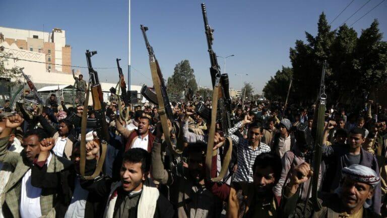Houthi-Kämpferim Jemen bereiten neue Offensive vor