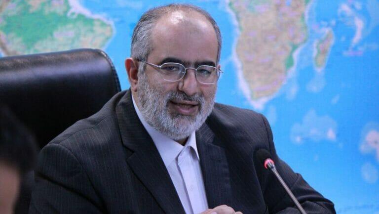 Berater des iranischen Präsidenten Rohani Hesamodin Ashna reagierte auf Twitter auf Blinkens Ankündigung