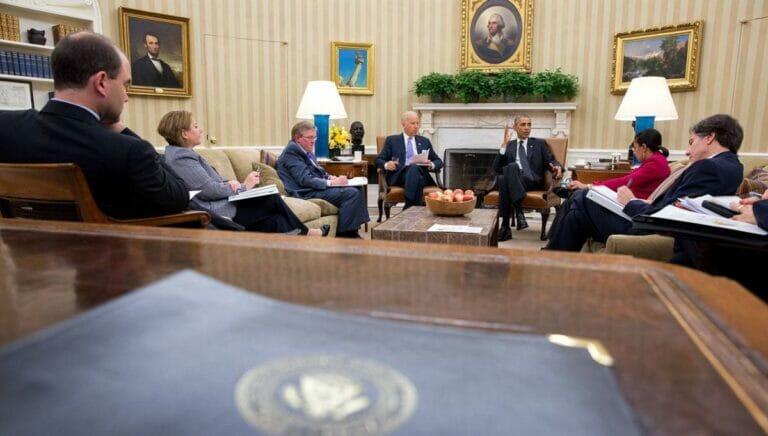 Ben Rhodes (li.) mit Joe Biden und Barack Obama im Weißen Haus