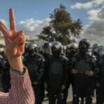 Vor allem Jugendlich demonstrieren in Tunesien gegen die mangelnden Reformen