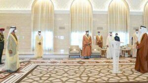 Al Khajah (re.) wird von Scheich Al Maktoum als erster VAE-Botschafter in Israel vereidigt (Quelle: JNS)