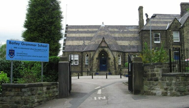An der Batley Grammar School wurde ein Lehrer wegen Mohammed-Karikaturen suspendiert
