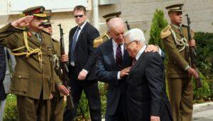 Joe Biden und der Präsident der Palästinensischen Autonomiebehörde Mahmud Abbas
