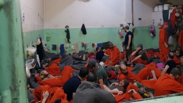 Ehemalige IS-Kämpfer im Hasakah-Gefängnis in Syrien