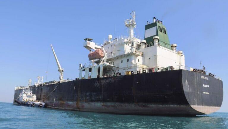Iranischer Öltanker in der Straße von Hormuz