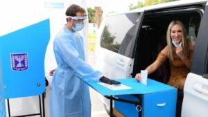 Ein Drive-Thru-Wahllokal für Israelis, die unter Corona-Quarantäne stehen