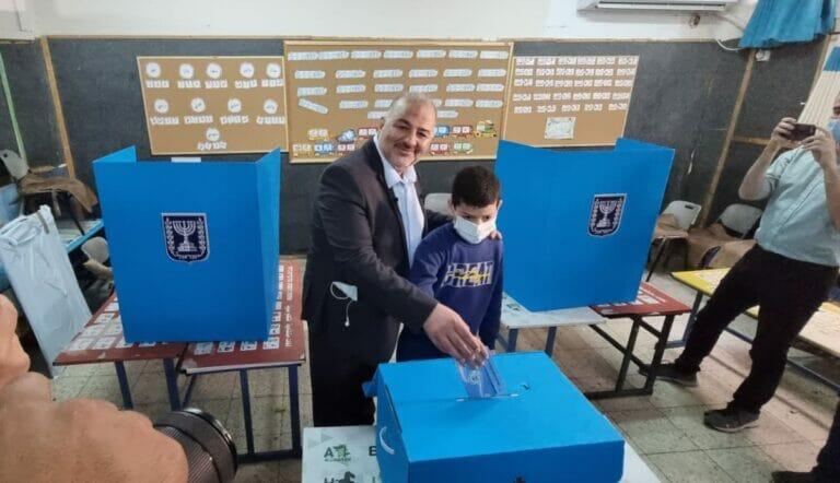 Mansour Abbas bei der Stimmabgabe