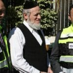 Yehuda Meshi-Zahav mit zwei Mitarbeitern seiner Organisation ZAKA