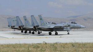 Saudische F15-Kampfflugzeuge üben mit der griechischen Luftwaffe bei einem gemeinsamen Manöver