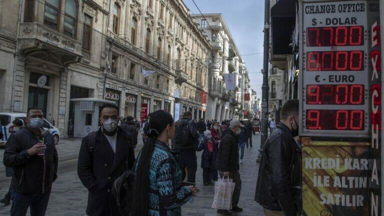 Die türkische Lira stürzte fast auf den historischen Tiefststand ab