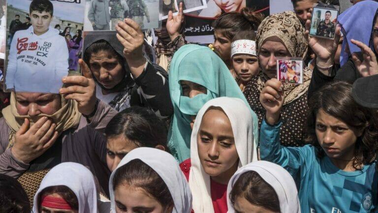 Jesidische Frauen gedenken der Opfer des Islamischen Staates