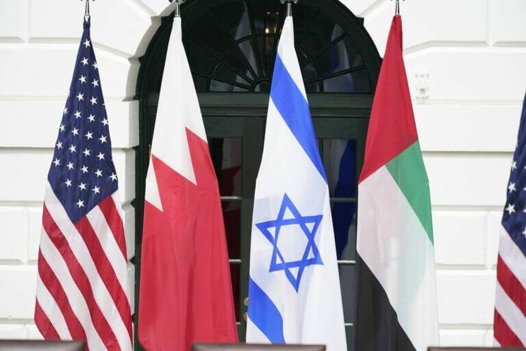 Bei der Unterzeichnung der Abraham-Abkommen am 15. Septemver 2020 in Washington. (© imago images/MediaPunch)