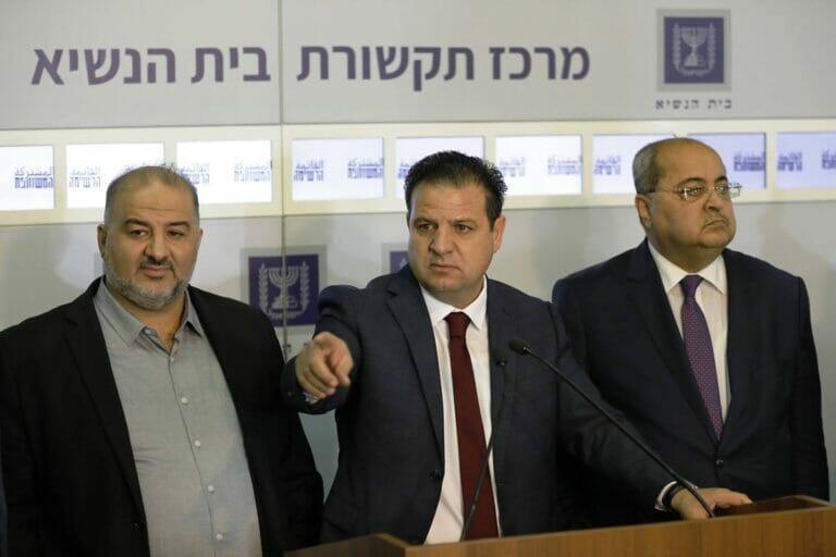 """Mansour Abbas (li.), als er bei der Parlamenstwahl in Israel noch Teil der Vereinten Arabischen Liste war. (© <a href=""""http://www.imago-images.de"""">imago images</a>/UPI Photo)"""