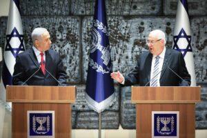 Premier Netanjahu mit dem noch amtierenden Präsidenten Reuven Rivlin. (© imago images/Xinhua)