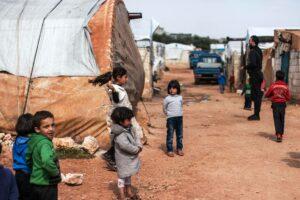 Millionen Syrer sind auf Hilfe angewiesen. Ohne Kooperation mit dem Assad-Regime kann diese kaum bewerkstelligt werden. (© imago images/Ahmad Fallaha)