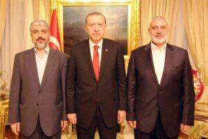 Freundlicher Empfang in der Türkei: Präsident Erdogan mit den Hamas-Führern Khaled Meshal und Ismail Haniyeh. (© imago images/UPI Photo)