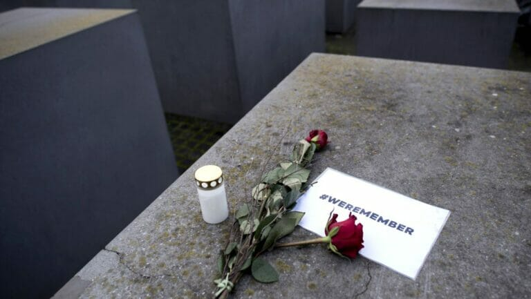 Ausdruck deutscher Provinzialität? Gedenken am Holocaustmahnmal in Berlin