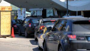 Libanon: Wegen Treibstoffknappheit bilden sich lange Schlangen vor den Tankstellen