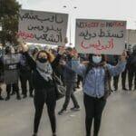 Tunesische Jugendliche protestieren gegen die Regierung