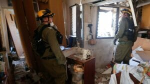 Einschlag einer palästinensischen Rakete in einem Wohnhaus in Ashdod