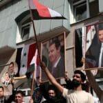 Assad-Anhänger bei der Stimmabgabe vor der syrischen Botschaft in Moskau