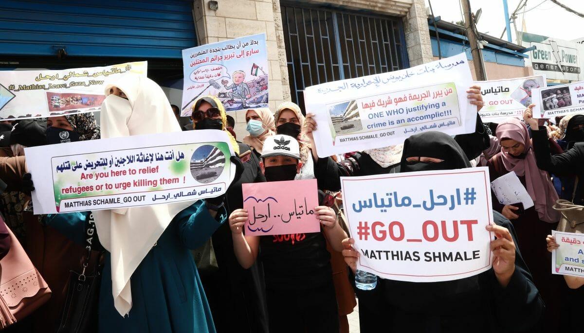 """Hamas lässt gegen UNRWA-Chef in Gaza demonstrieren, der israelische Luftschläge als """"präzise"""" bezeichnete"""